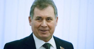 Председатель Алтайского краевого Законодательного Собрания Александр Романенко рассказал о том, какие аспекты работы Правительства региона депутатам представляются наиболее важными