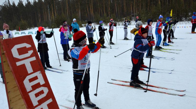 Любители лыжного спорта нашего района и гости из Ключей  в минувшее воскресенье присоединились к  Всероссийской массовой гонке «Лыжня России»